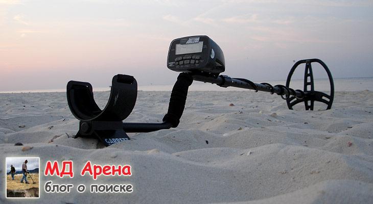 poisk-s-metalloiskatelem-na-plyazhe-01