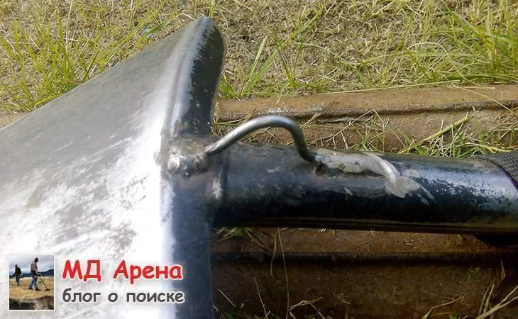 lopata-fiskars-dlya-nosheniya-za-plechom-02