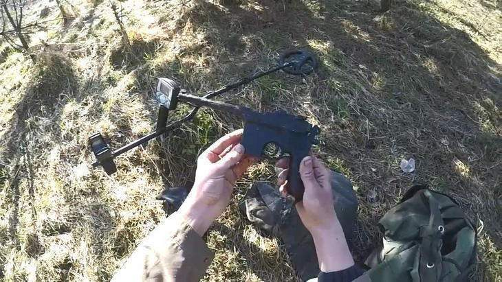 Находка пистолет. Опасный клад