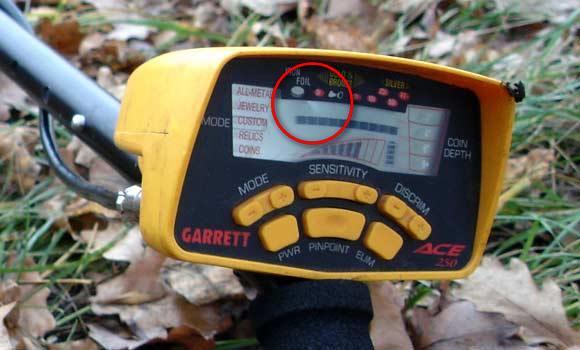 Экран Garrett ACE 250 с повреждением в рюкзаке