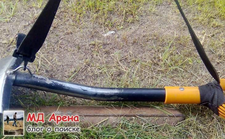 lopata-fiskars-dlya-nosheniya-za-plechom-03