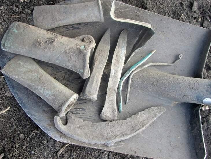 klad-bronzovogo-instrumenta-09