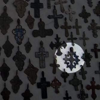 находки кресты